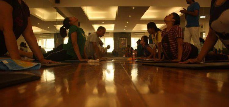 Bharat Thakur Artistic Yoga-Indiranagar-700_ggbinq.jpg